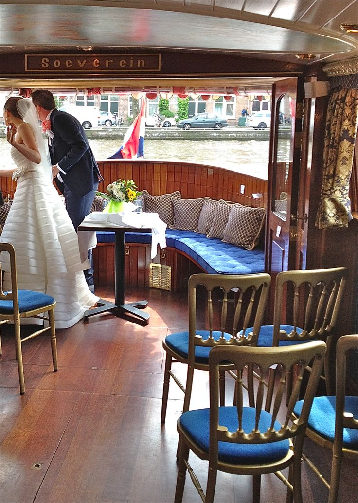 Wedding on salon boat Soeverein on the canals of Amsterdam.