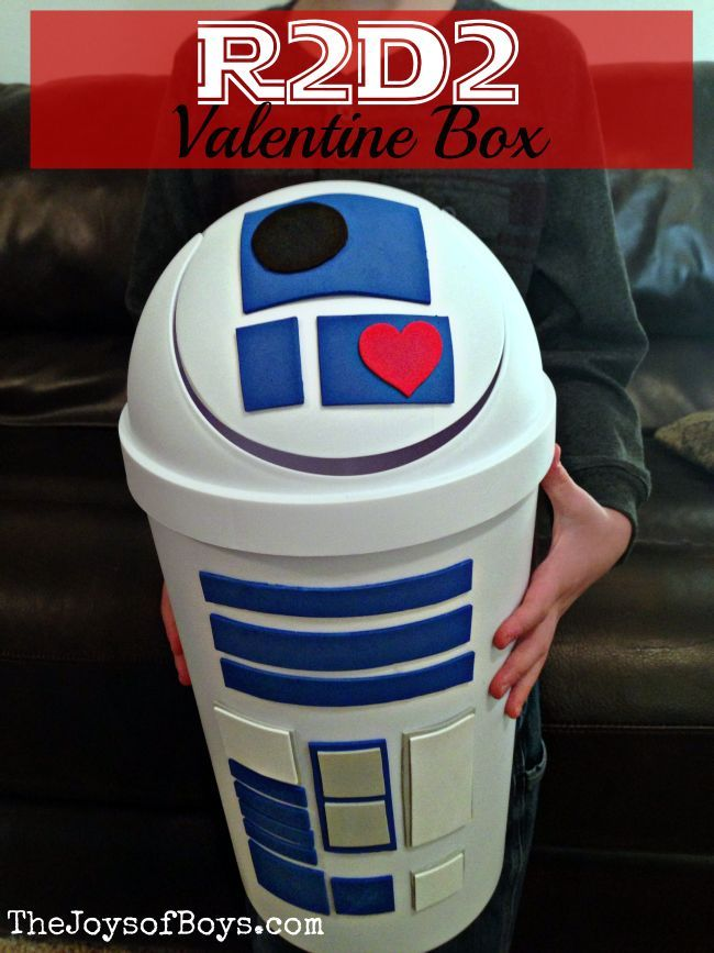 Do your kids love Star Wars?  This R2D2 Valentine Box was simple to make (Literally just a few minutes!) and kids will love collecting their Valentines in it.