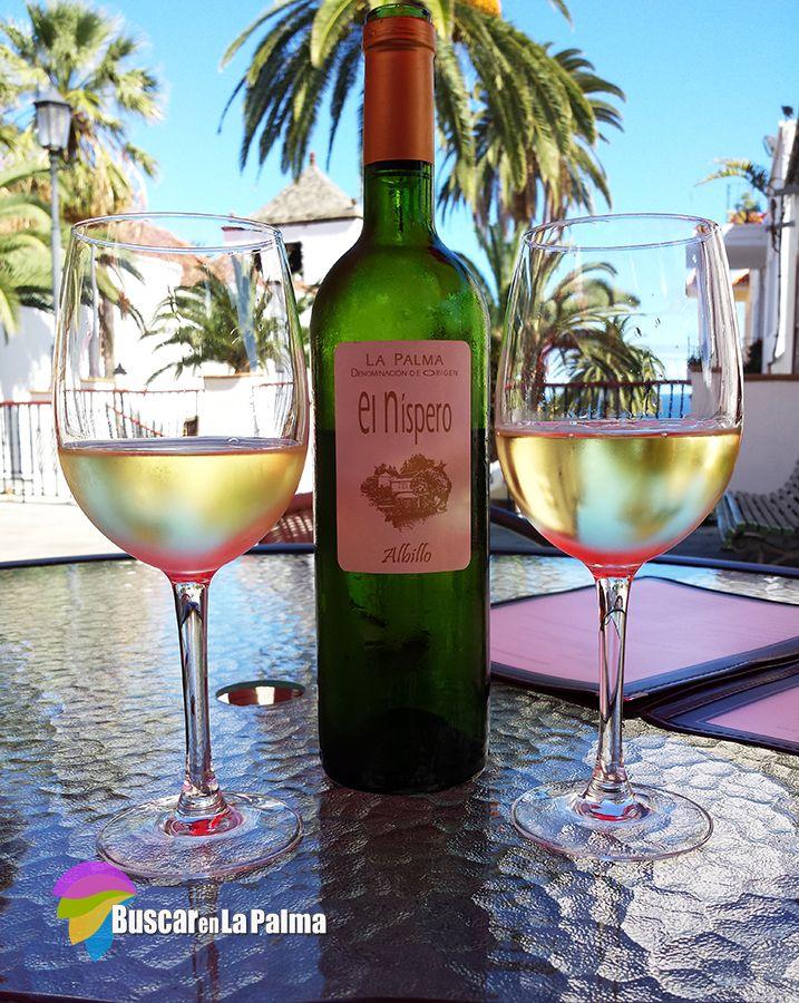 """Una refrescante botella de vino de La Palma """"El Níspero"""" en el Restaurante La Placita en el municipio de San Andrés y Sauces #LaPalma #canarias"""