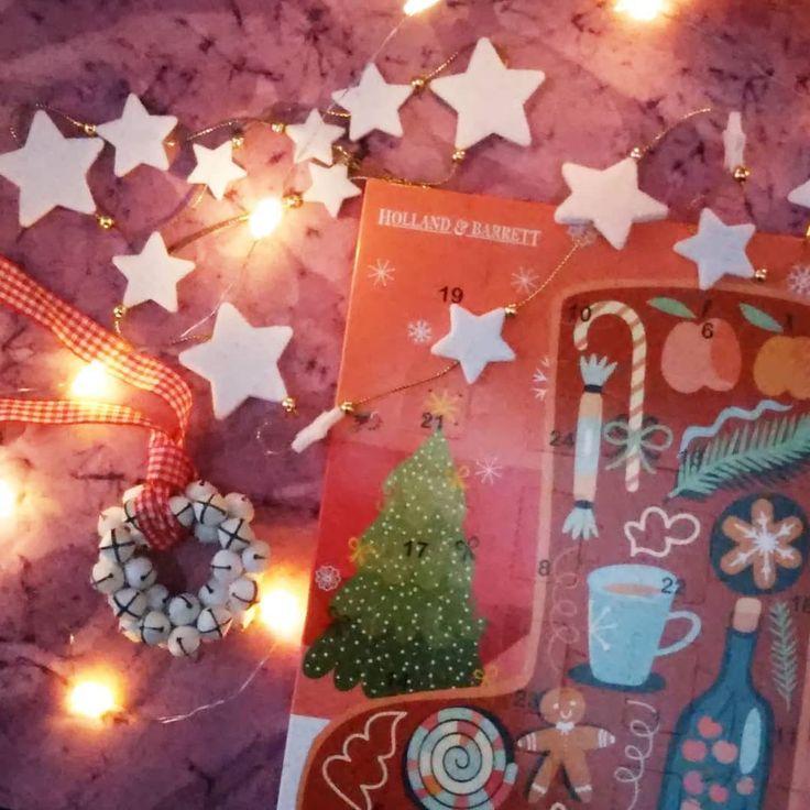 December 8th and I haven't even started my #sugarfree #adventcalendar yet.  . . . #isitchristmasyet #catchingupadvent #makelightfestive #hollandandbarrett #hollandandbarrettnl #merryandbright #christmasfun #christmasdecorations #decemberlight #fairylights #lovelysquares #sugarfreechocolate #adventkalender #countingdowntochristmas