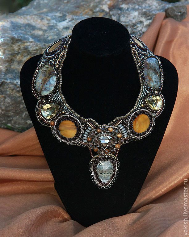 """Купить Колье """"Sherwood"""" - повседневное украшение, колье из бисера и камней, серо-золотой, Ожерелье из камней"""