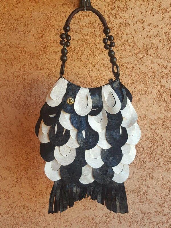 Sac Original forme poisson noir et blanc Neuf -  bandoulière grosses perles en bois - fermeture par zip - 1 poche intérieu...