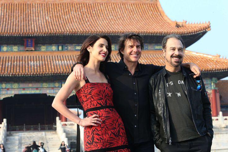 Том Круз, Коби Смолдерс и режиссер Эдвард Цвик на фотоколле сиквела «Джека Ричера» в Пекине