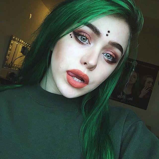 alien babe @myahalanna with Lunar Tides Juniper Green Hair ...