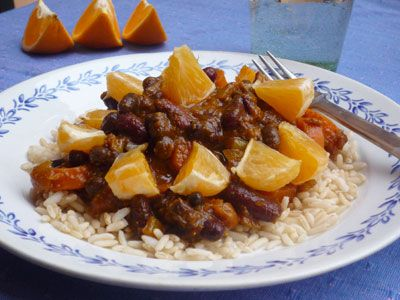 Black beanpot with apricots and oranges
