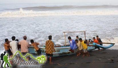 Keindahan panorama Objek Wisata Pantai Trisik Kulon Progo di pagi dan sore hari menampilkan pesona alam yang luar biasa indah. Tidak jauh dari pantai