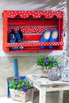 shoe holder for outside made out of a crate