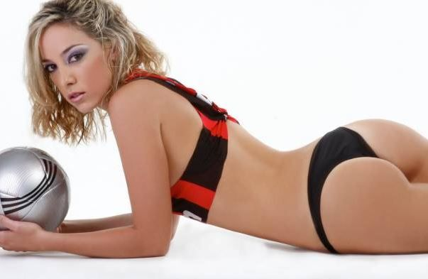 Sexy tifose del #Milan: dal #Peru', Maria Pia Cerdena!