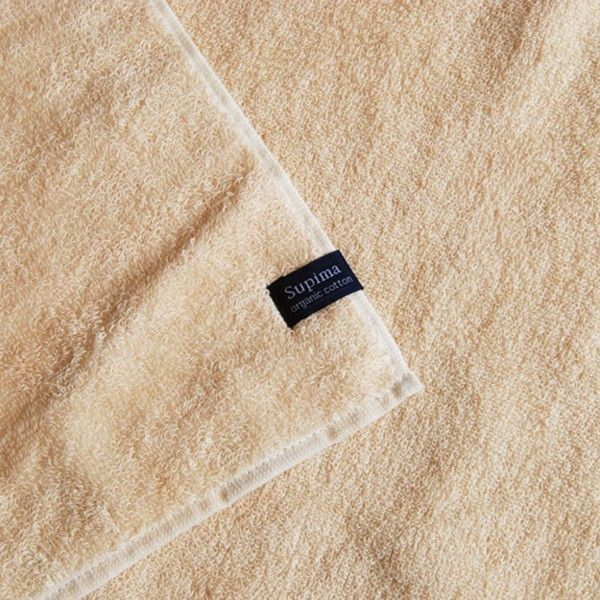 【天衣無縫】スーピマソフト バスタオル ふわふわコットンタオル オーガニックコットン 綿100% お風呂 ボディタオル 綿 日本産●サイズ60×120cm●素材オーガニックコットン100%●タイプベージュ●生産国日本●商品情報「ふんわりな厚み、しっかりた感触、ほっとする暖かさ!」ふんわりと厚みがあって、しっかりとした感触、ふれるたびにほっとするあたたかさ。オーガニックコットンならではの幸せを実感できるスーピマソフトです。天衣無縫ではじめてお買い物される方にも、自信を持っておすすめできる一枚!朝起きてから、夜眠るまでに人は1日で何回、タオルにふれるのでしょうか?洗顔、手洗い、シャワーやバスタイム後、からだの全てをつつみこむタオルだからこそ、オーガニック100%のスーピマソフトタオルを是非!●通販サイト HOTOHOTO(ほとほと)【天衣無縫】スーピマソフト バスタオルはHOTOHOTO(ほとほと)!冷え性改善、オーガニック、シルク、婦人・紳士向けの暖か商品はホトホト!