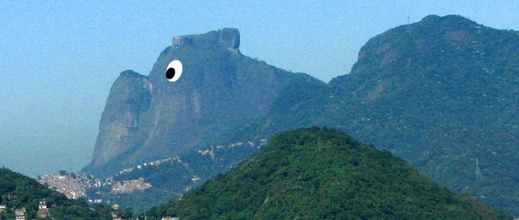 Soy de los que tienen la manía de encontrar figuras, animales, personas en las nubes y los cerros. En Rio de Janeiro encontré este perro.