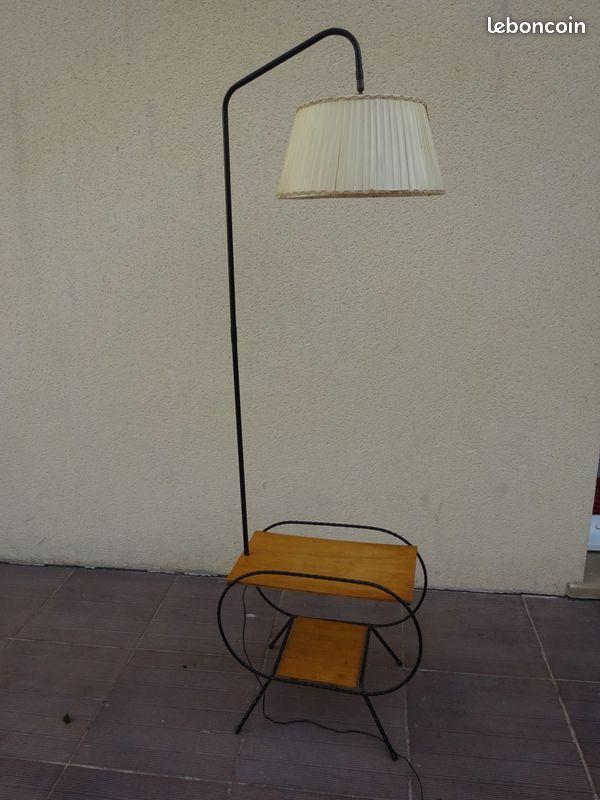 Lampadaire Table Bout Canape Vintage Potence Legere Trace D Un Pot Fleur Sur La Tablette Possible De Regler En Hauteur In En 2020 Lampadaire Canape Vintage Et Mobilier De Salon