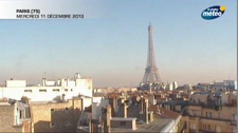 Paris : la pollution recouvre la Tour Eiffel en time-lapse