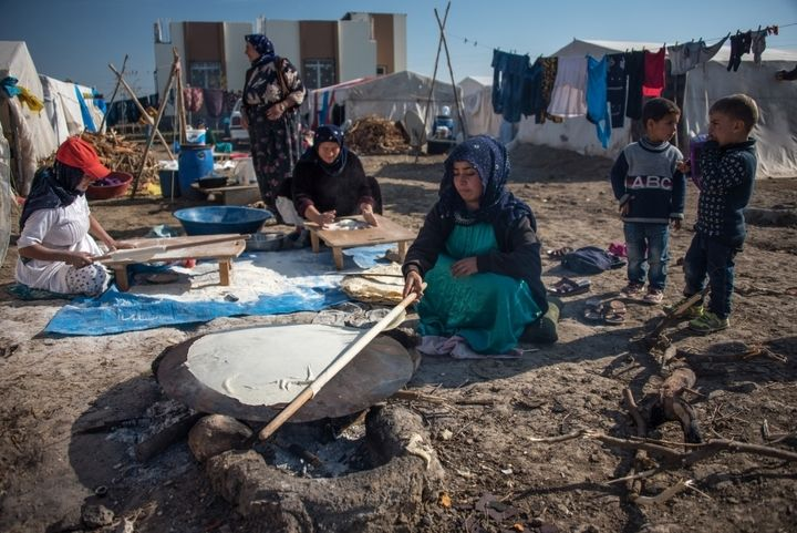Amid a growing need for food and warmth, Syrian refugees living in Turkey are considering selling their organs to earn money to feed their children, a ministry director has revealed.
