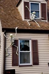 Fun!: Halloween Parties, Halloween Decor, Diy Halloween, Funny Ideas, Halloween Skeletons, Halloween Crafts, Climbing Skeletons, Halloween Ideas, Halloween Diy