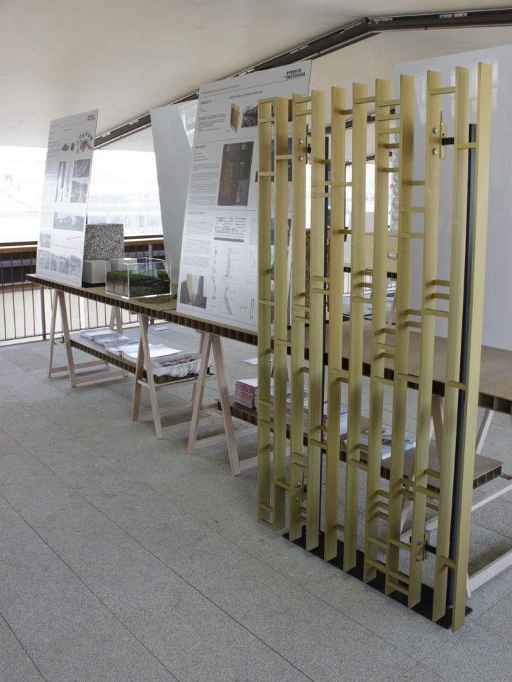 Maqueta 1:1 de la celosía de aluminio de la Ciudad de la Justicia de Córdoba | TECTÓNICAblog  El proyecto analizado para el espacio-tectónica  en el que ha participado Riventi es la Ciudad de la Justicia Córdoba de Mecanoo Architekten  Ayesa.  En la exposición se puede estudiar la solución para las fachadas interiores de los patios del edificio a través de la maqueta 1:1 realizada por la empresa para el espacio-tectónica; una celosía de aluminio color oro realizada mediante perfiles de…