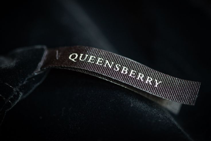 Queensberry Wedding Album | Velvet Bag |  #weddingalbum