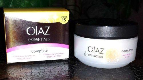 Olaz Essentials Complete Tagescreme mit UV-Schutz. Olaz Essentials Complete Tagescreme: Die Tagescreme verspricht, die Haut 24 Stunden mit Feuchtigkeit zu versorgen und mit einem LSF 15 vor UVA/UVB...