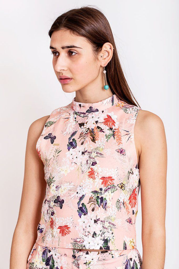 Floral tropical top by Dott. Where will you spend your next holiday? A varm place, maybe a tropical one? Well, in that case you'll need an outfit that matches your holiday destination. The tropical top from the Otherwise collection fits perfect to that theme. Wear it with the tropical pants for a casual combo look or style it up with a skirt or flowy pants for an evening look.   €70.00 REPIN TO YOUR OWN INSPIRATION BOARD