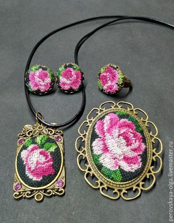 """Купить вышитый комплект """"Роза на чёрном"""" - брусничный, вышивка, минивышивка, украшения ручной работы"""