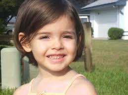 Risultati immagini per tagli di capelli per bambine riga da una parte
