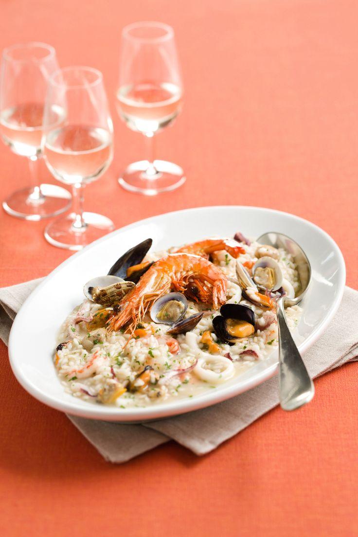 Scopri con Sale&Pepe quanto è semplice portare in tavola un piatto all'apparenza complesso come il risotto alla pescatora. Vota la ricetta!