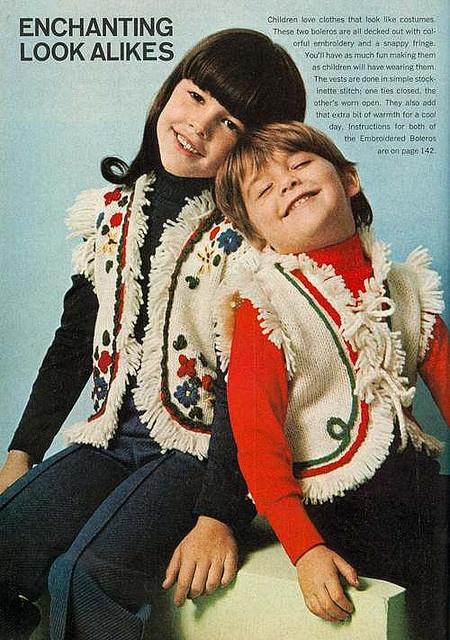 Ma atrageau revistele de moda pentru copii nu chiar pentru imbracaminte, mai mult ravneam la libertatea pe care mi-o inchipuiam ca o au. La anii lor si pe atunci nu ma deprima sistemul prea mult. Bunicul, din pacate, ii lua locul uneori cu ravna (1970's Crochet Fashion)