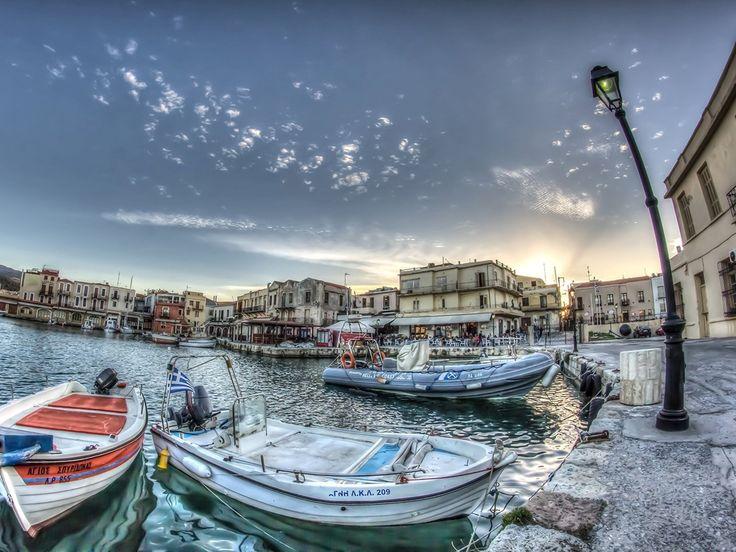 Der alte venezianische Hafen von Rethymno auf der Insel Kreta.