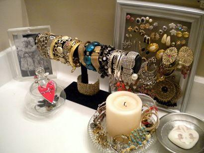 lovely jewelry storage!: Organizations Jewelry, Jewelry Storage, Jewelry Display, Readers Spaces, Diy Jewelry, Old Window, Jewelry Holders, Storage Ideas, Jewelry Organizations