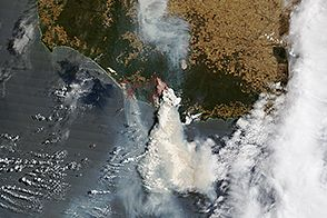 Bushfires Menace Towns in Western Australia : Image of the Day : NASA Earth Observatory 02/06/2015