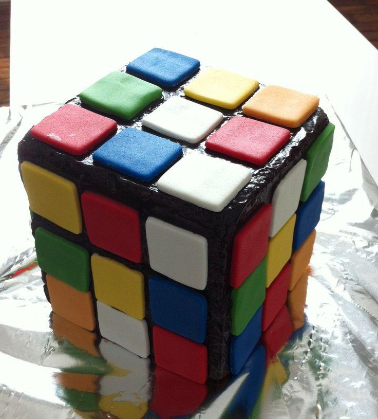 Gâteau anniversaire rubik\'s cube