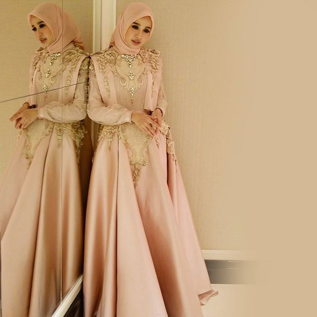 """Super stunning Please say """"YES"""" if you love this. Our lovely @laudyacynthiabella in #LycorisbyAyuDyahAndari"""