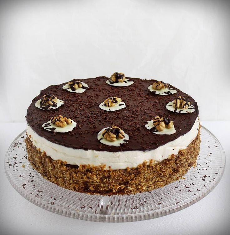 Somlói revolúció torta készítése lépésről lépésre. A torta 2014-ben az ország tortája lett, melyet Damniczki Balázs cukrászmester készített.