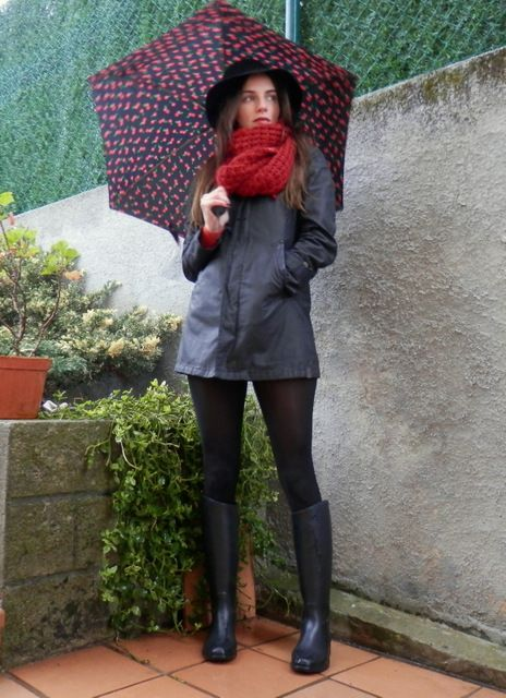 ¡Muy buenos días! Al mal tiempo buena cara, y en mi opinión no hay nada mejor para alegrar los looks en días frios y lluviosos que e...