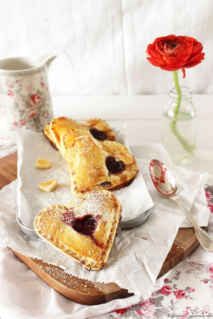 Die herzlichste Entschuldigung aller Zeiten: Handpies mit Erdbeeren und Marzipan