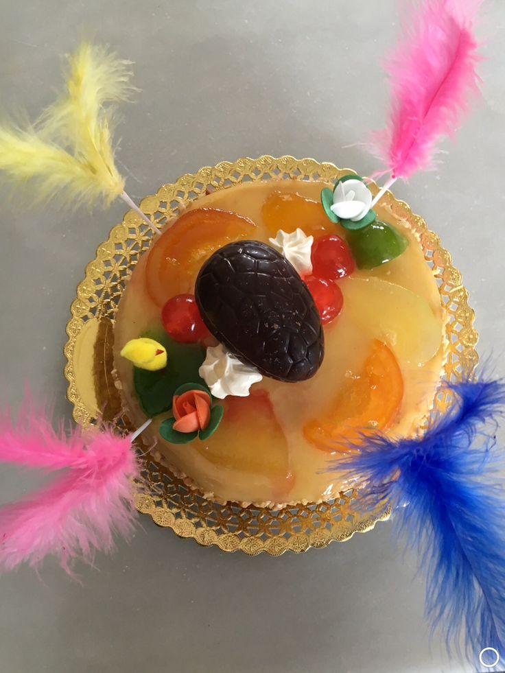 Mona, pastel con huevo de chocolate. Los padrinos la regalan a sus ahijados el Lunes de Pascua en Catalunya.