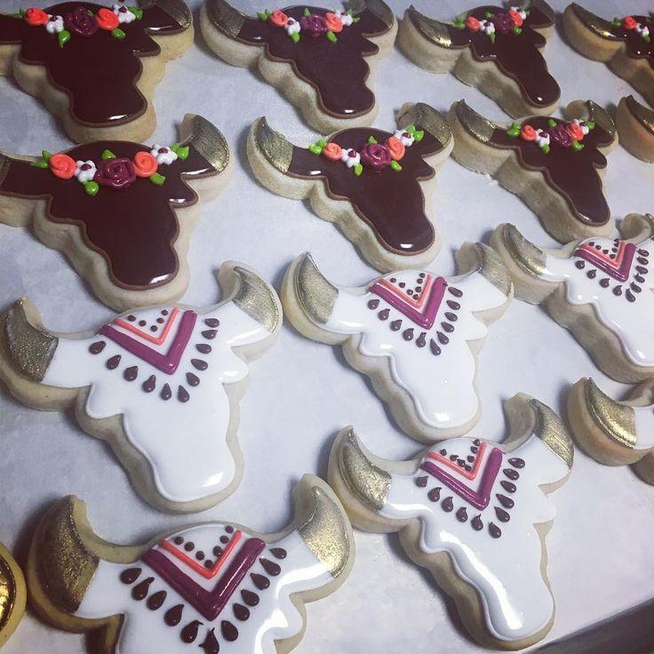 Cow skull cookies by Hayleycakes and Cookies