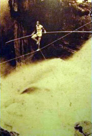 1895, Harry Warner en el Salto del Tequendama, Colombia