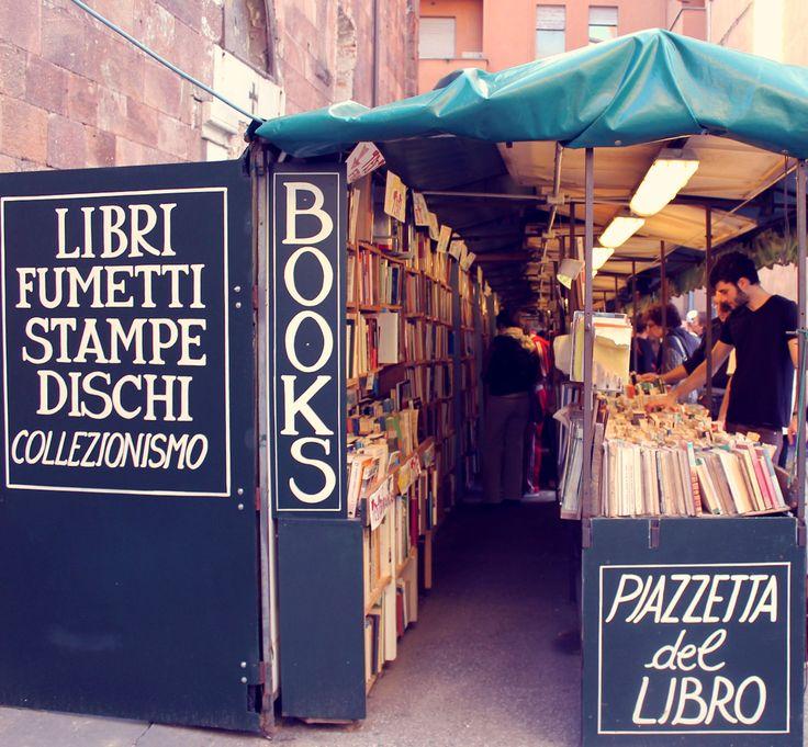 Books Lucca, Italy ©Alessia Policano