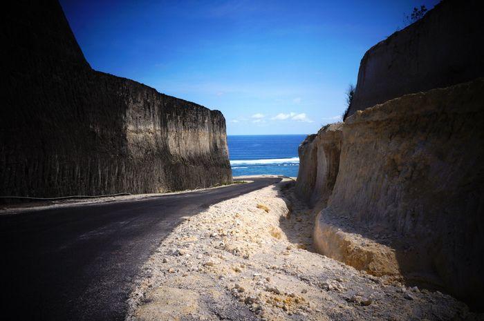 The road to Pandawa Beach in Desa Kutuh Ungasan Bali. Photo by Raditya Margi.