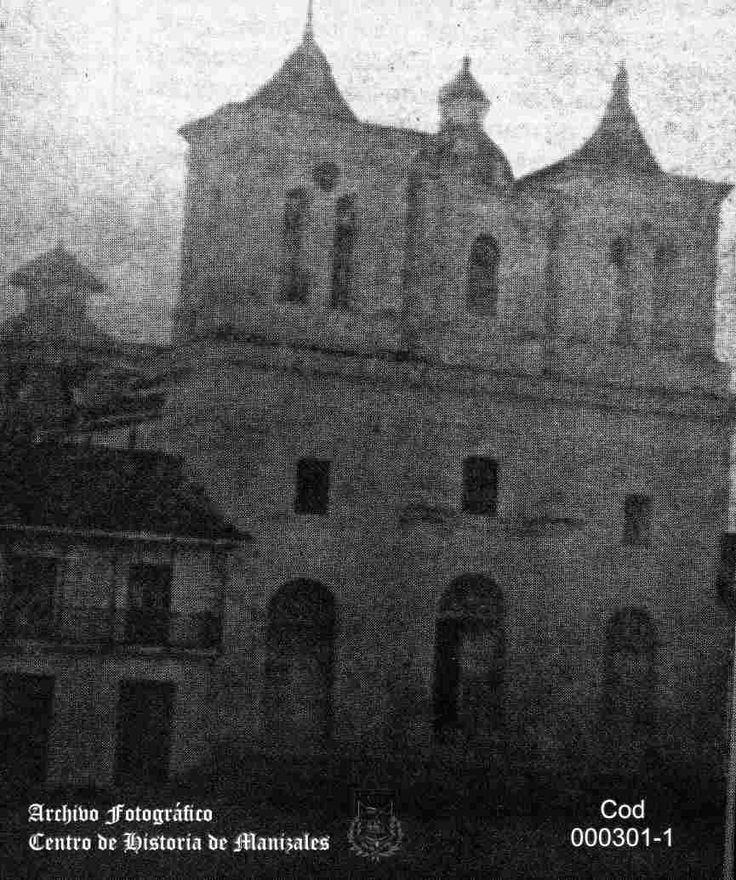 En Mayo 13 de 1869, domingo, se concluye el primer templo parroquial de Manizales, construido con tapias y calicanto.
