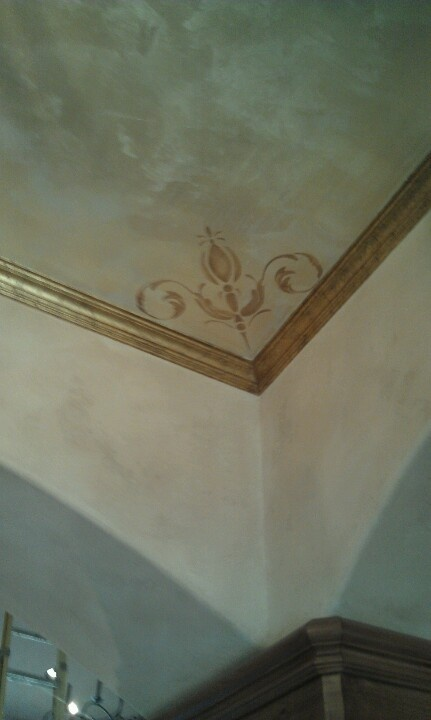 Luster Stone Ceiling With Metallic Stencils Gold Crackle