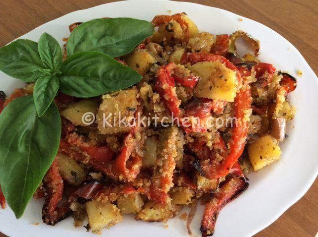 Patate e peperoni gratinati in forno