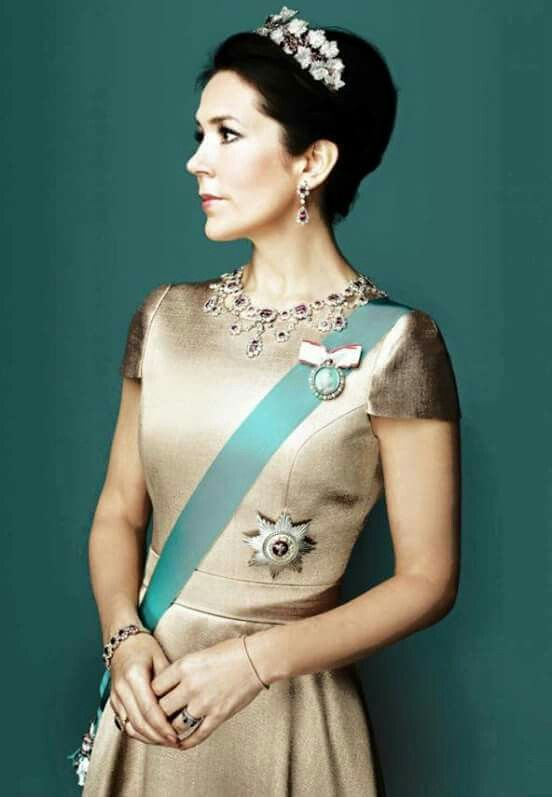 New amazing portraits of Crown Prince Frederik and Crown Princess Mary od Denmark