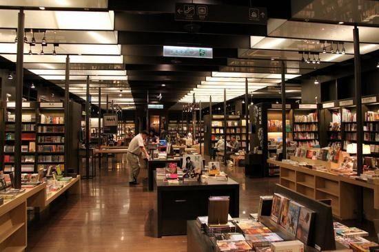 De achttien 'coolste' boekwinkels ter wereld - RetailWatching - RetailWatching  Wat zou ik deze winkel graag opnieuw inrichten!