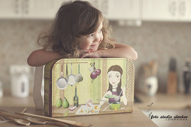 Dětský kufřík z kolekce výtvarnice Evy Chupíkové. Children´s suitcase illustrated by Eva Chupikova.