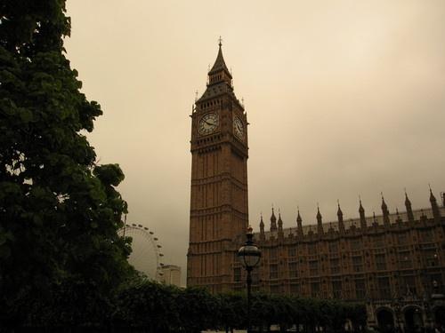 英国:ビッグベン、「エリザベス塔」に改名