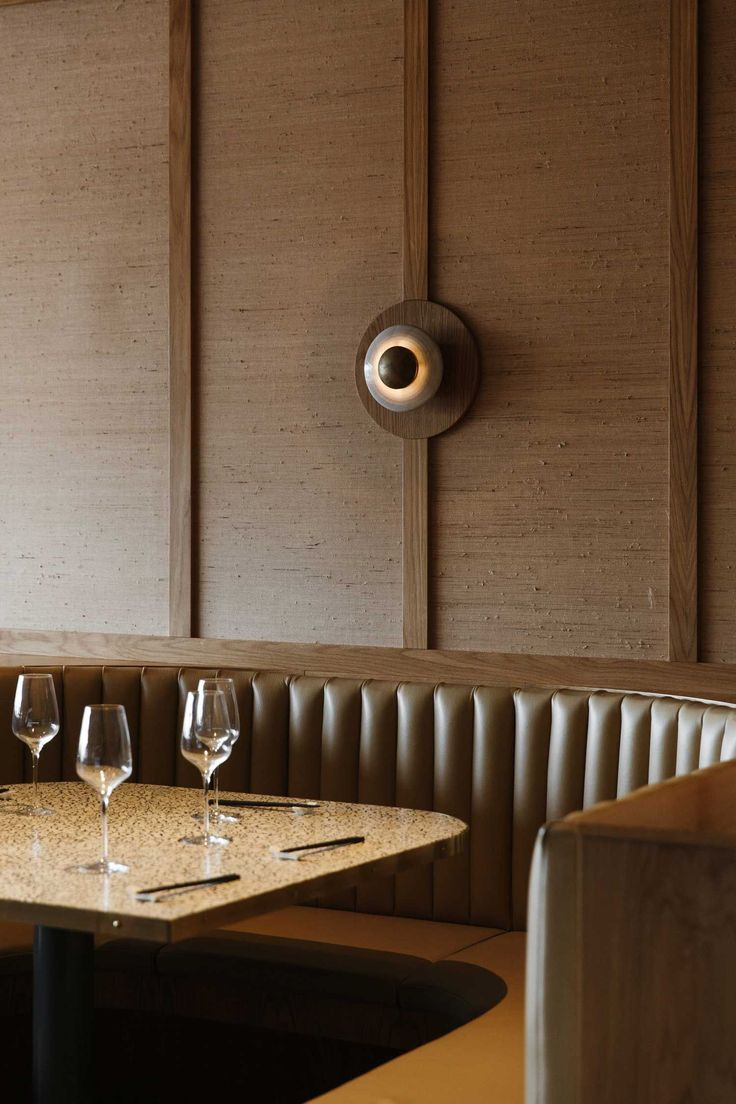 Best 25+ Restaurant banquette ideas on Pinterest   Banquette ...