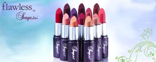 """""""DeliCious Lipstick""""  De exclusieve, nieuwe en innovatieve Delicious Lipstick is voorzien van onze eigen aloë vera en levert een perfecte serie kleuren op voor volle, weelderige en onberispelijk verzorgde lippen. Verkrijgbaar in twaalf nieuwe kleuren, van transparant tot gewaagd. Met de heerlijke geur van vanille zijn uw lippen onweerstaanbaar."""