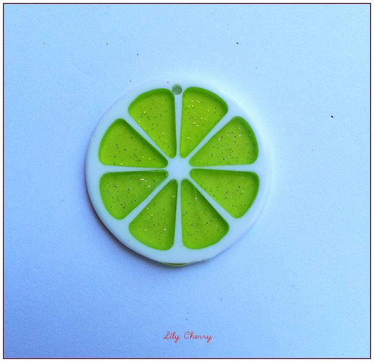 Pendentif rondelle de fruit transparente résine paillette JAUNE FLUO x1 : Fruits, légumes par lilycherry
