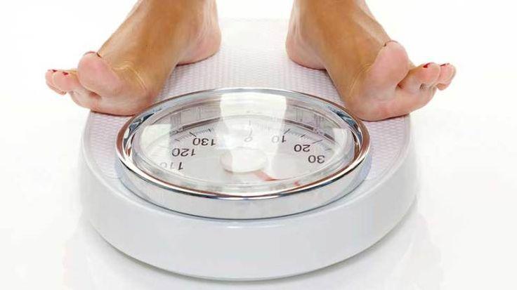 Tips Cara Diet Sehat Untuk Menguruskan Badan - Mulailah dengan satu atau dua perubahan kecil, misalnya makan makanan sehat dan rajin berolahraga.